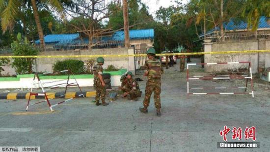 当地警方封锁其中一处爆炸现场。