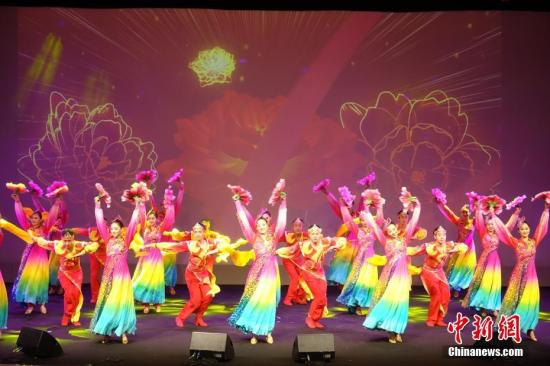舞蹈《盛世欢歌》。 /p中新社记者 冉文娟 摄