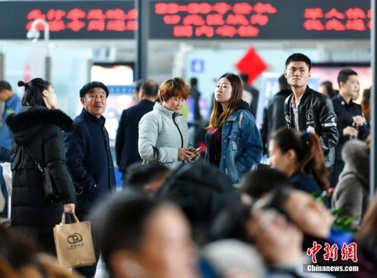 2月26日,受冻雾天气影响,新疆乌鲁木齐国际机场能见度低不具备飞行条件,造成多架航班延误或取消。 <a target='_blank' href='http://www.chinanews.com/'>中新社</a>记者 刘新 摄