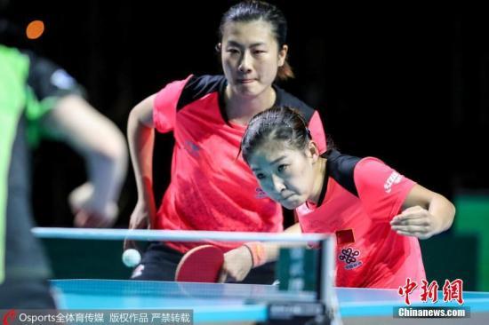 打发(左)及刘诗雯(左)正在决赛中。 图片滥觞:Osports部分育图片社