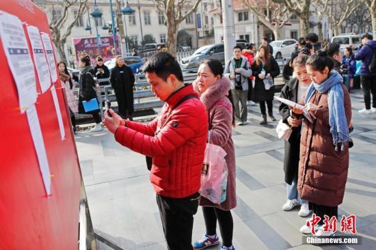 2月26日,一年一度的上海戏剧学院艺考正式拉开大幕,首批外演系考生率先开考。 中新社记者 殷立勤 摄