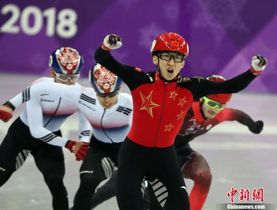 2月22日,在平昌冬奥会短道速滑男子500米决赛中,中国选手武大靖夺得金牌。 <a target='_blank' href='http://www.chinanews.com/'>中新社</a>记者 宋吉河 摄