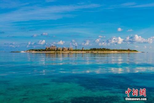 圖為美麗的三沙晉卿島。2012年7月24日,海南省三沙市成為中國最南端的年輕城市,管轄西沙、中沙、南沙的島礁及其海域,面積200多萬平方公里。 <a target='_blank' href='http://big5.huaxia.com:80/gate/big5/www.chinanews.com/'>中新社</a>記者 駱雲飛 攝