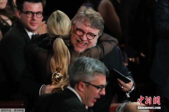 《水形物语》的导演吉尔莫・德尔・托罗拿走最佳导演小金人。