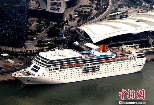 A cruise ship docks at Xiamen port in Fujian Province. (Photo/China News Service)