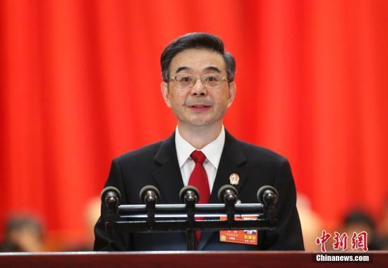 3月9日,十三届全国人大一次会议在北京人民大会堂举行第二次全体会议,最高人民法院院长周强作最高人民法院工作报告。 中新社记者 刘震 摄