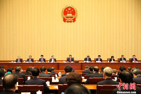 3月10日下午,十三届全国人大一次会议主席团在北京人民大会堂举行第三次会议。主席团常务主席栗战书主持会议。 <a target='_blank' href='http://www.chinanews.com/'>中新社</a>记者 刘震 摄
