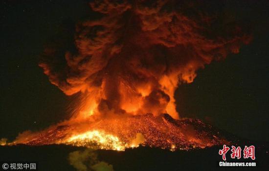 资料图:日本新燃岳火山喷发。 图片来源:视觉中国