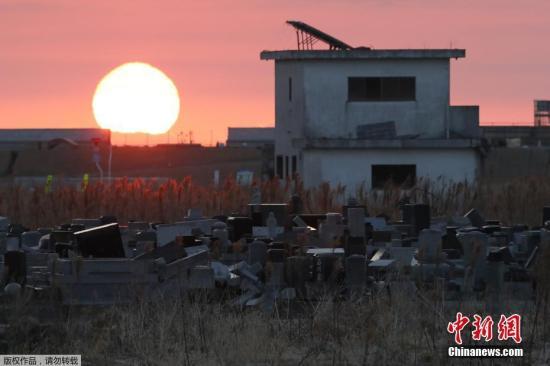 """当地时间3月11日,日本福岛,日本""""3·11""""大地震迎来7周年祝贺日,民多悼念遇难者。"""