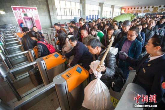 铁路公安局:去年12月至今抓获票贩子2558人
