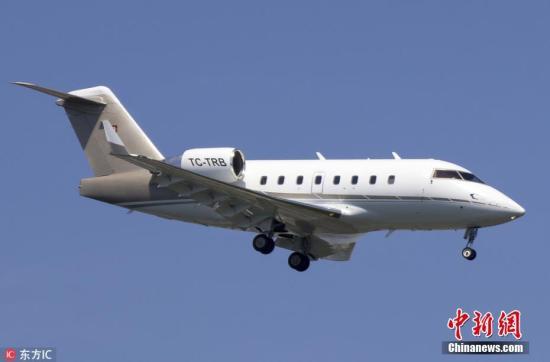 据伊朗国家电视台11日报道称,当天一架土耳其小型飞机在伊朗西南部沙赫尔库尔德附近山区坠毁。机上包括8名乘客和3名机组成员,共11人。该飞机当天从阿联酋沙迦起飞拟飞往土耳其伊斯坦布尔。伊朗紧急救援组织发言人称,造成飞机坠毁的原因是发动机突然起火,已派出5辆救护车前往坠机地点进行救援。当地村民目击了飞机坠毁,目前飞机残骸仍在燃烧。坠毁飞机的机型为庞巴迪公司小型私人飞机。(资料图) 文字来源:央视新闻客户端 图片来源:东方IC