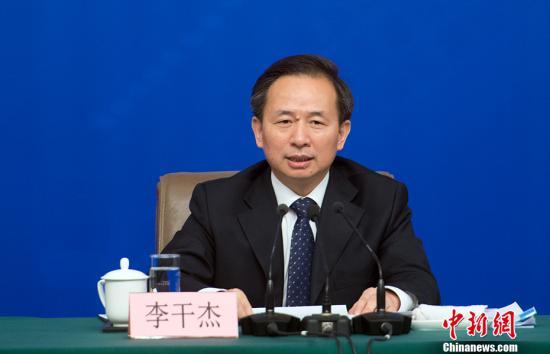 """环保部部长李干杰就""""打好污染防治攻坚战""""相关问题回答中外记者提问。中新网记者 李卿 摄"""