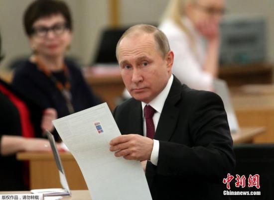 当地时间2018年3月18日,俄罗斯莫斯科,俄罗斯总统普京参加俄罗斯2018年总统大选投票。