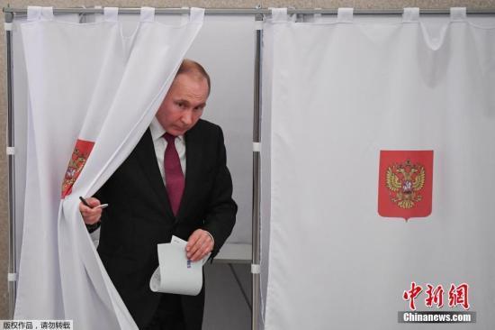 地面时间2018年3月18天,俄罗斯莫斯科,俄罗斯总统普京与会俄罗斯2018年总统大选投票。