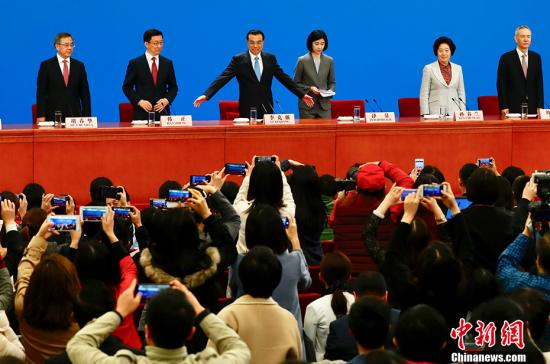 3月20日,十三届全国人大一次会议闭幕后,国务院总理李克强在人民大会堂会见中外记者并回答记者提问。中新社记者 侯宇 摄