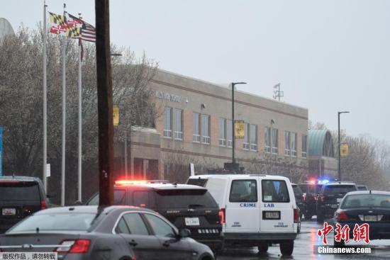 当地时间2018年3月20日,美国马里兰州圣玛丽郡一所高中发生一起枪击案。警方证实,枪手为该校学生,他在与警察交火过程中受伤后不治身亡。