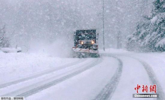原料图:冬季风暴引首强降雪。