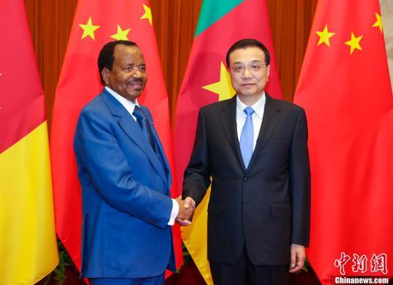 3月23日,中国国务院总理李克强在北京人民大会堂会见喀麦隆总统比亚。中新社记者 刘震 摄