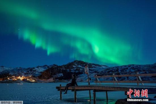 资料图:挪威北部出现极光。