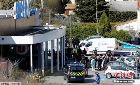资料图:当地时间3月23日,法国发生枪击事件,警方调集大批警力和救援力量赶至现场处置。法国总理爱德华・菲利普称,所有迹象都表明这是恐怖主义行为。