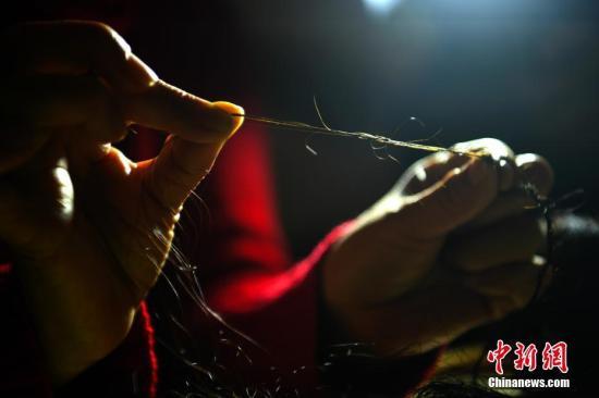 日本少女头发长155.5厘米创纪录 决心剪掉捐给病人