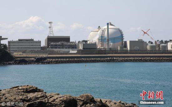 九州电力公司预计,玄海3号、4号机组的重启,将带来每月90亿日元的收支改善。但目前,现行的电价将保持不变,将致力于改善恶化的财务状况。据悉,3号机组已装填了包含钚铀混合氧化物的燃料,将进行钚热发电。 图片来源:视觉中国