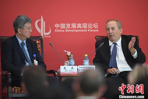 """3月24日,2018中国发展高层论坛经济峰会在北京举行""""新时代的中美关系""""分论坛。图为哈佛大学教授、前校长、美国前财政部长劳伦斯・萨默斯在分论坛中发言。 <a target='_blank' href='http://www.chinanews.com/'>中新社</a>记者 崔楠 摄"""
