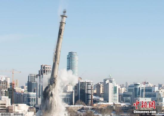 当地时间3月24日,俄罗斯叶卡捷琳堡一座废弃的电视塔被实施定向爆破。