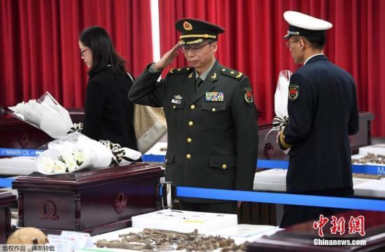 """3月26日上午,中韩双方在韩国仁川""""中国人民志愿军烈士遗骸临时安置所""""共同举行第五批在韩中国人民志愿军烈士遗骸装殓仪式。"""