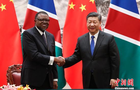 3月29日,中国国家主席习近平在北京人民大会堂同纳米比亚总统根哥布举行会谈。会谈后,两国元首共同见证了基础设施、融资、检验检疫等领域双边合作文件的签署。 中新社记者 杜洋 摄