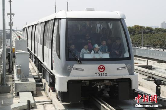资料图:上海首条无人驾驶轨道交通线试运营。张亨伟 摄