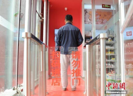 """中国电商巨头布局无人超市产业 """"刷脸购物""""带来新体验"""