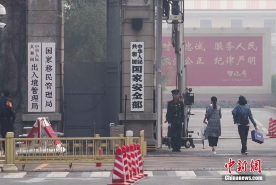 资料图:国家移民管理局。中新社记者 贾天勇 摄