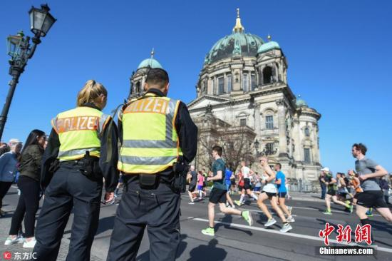 云推seo_欧洲多国示威变骚乱!柏林近百警员受伤 354人被捕插图