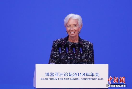 4月10日,博鳌亚洲论坛2018年年会在海南省博鳌开幕。国际货币基金组织总裁拉加德在开幕式上致辞。中新社记者 杜洋 摄
