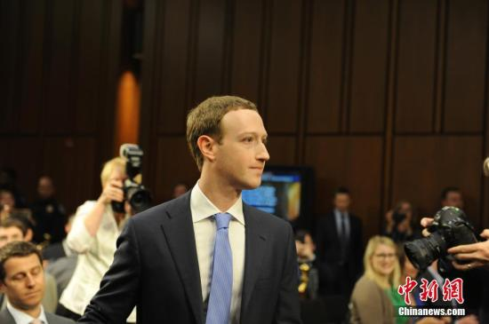 资料图:当地时间4月10日,美国社交媒体平台脸书的首席执行官马克・扎克伯格在美国参议院司法委员会和商业、科技和运输委员会举行的联合听证会上作证,并就脸书数据被滥用等问题道歉。 <a target='_blank' href='http://www-chinanews-com.hndfdqqzj.com/'>中新社</a>记者 邓敏 摄