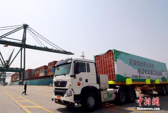 幸运飞艇技巧绝杀:全球首台无人驾驶电动卡车在天津港试运营