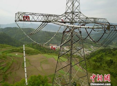 资料图:特高压电网。中新社记者 周毅 摄