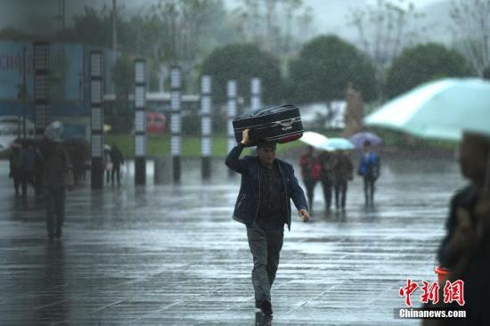资料图:重庆暴雨。 陈超 摄