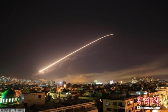 4月14日消息,据美国福克斯新闻报道,美国决定对叙利亚实施打击,以回应叙政府军疑似使用化学武器。