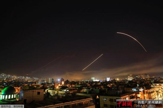 当地时间4月14日,叙利亚首都遭到美英法三国联合军事打击。