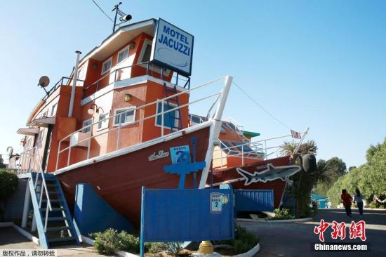 """资料图片:智利的""""巴伊亚""""汽车旅馆,这是一套""""船屋""""。"""