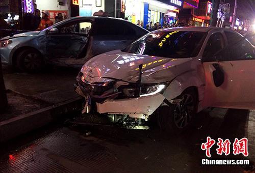 原料图:交通事故。中新社记者 高东风 摄