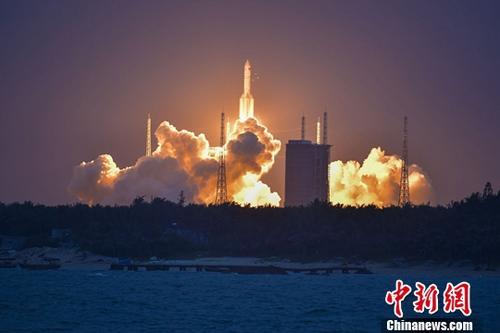 资料图:长征五号遥二火箭。中新社记者 骆云飞 摄