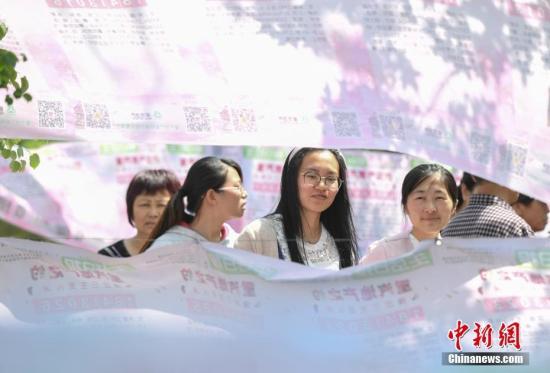 日媒称中国适婚青年爱用相亲网站:找对象不被人知道