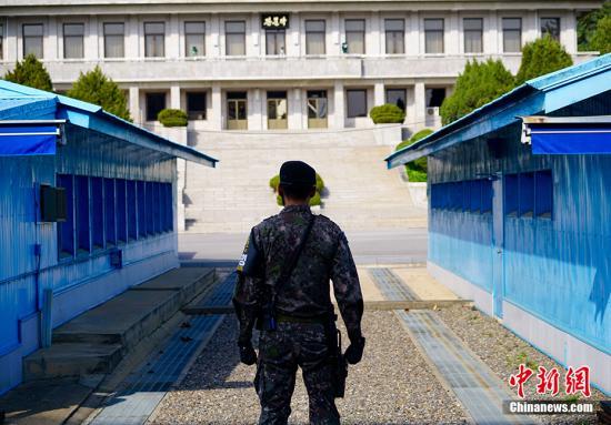 资料图片:板门店在韩方一侧自由之家,可看到对面朝方一侧的板门阁。/p中新社记者 吴旭 摄