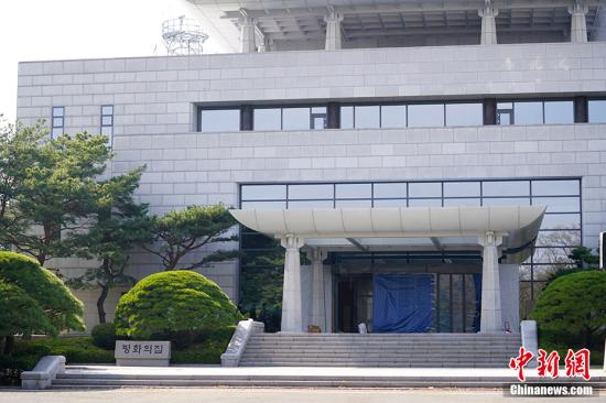 图为板门店韩方一侧和平之家,也是27日南北首脑会晤的场所。/p中新社记者 吴旭 摄