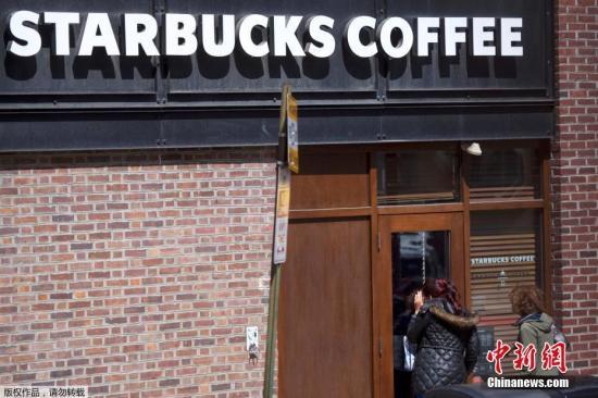 资料图片:费城星巴克咖啡店。