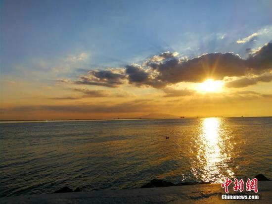 资料图:菲律宾马尼拉湾(Manila Bay) /p中新社记者 关向东 摄