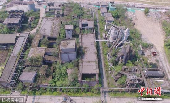 由于损毁严重,化肥厂旧址成为穿心店地震遗址,并被开辟为教育基地。图片来源:视觉中国